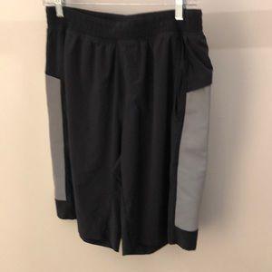 Lululemon men's black and gray shorts, sz L, 64889